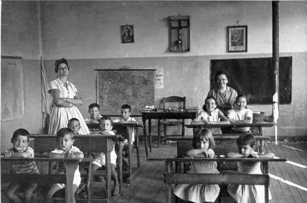 Resultat d'imatges de dentro del aula (imágenes antiguas)